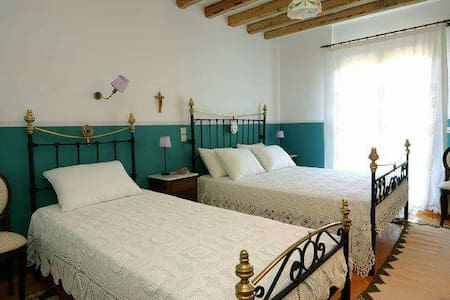 Guesthouse Papanikola - Bed & Breakfast