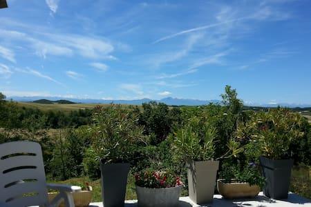 Maison avec vue sur les Pyrénées - Hounoux