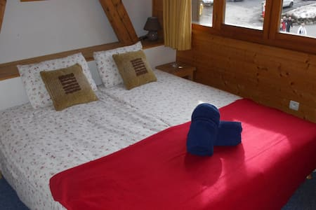 Central Hostel Chatel quad room - Châtel - Bed & Breakfast