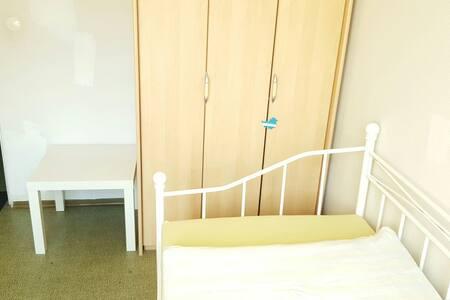 Günstiges und helles Zimmer in Jena - Apartment