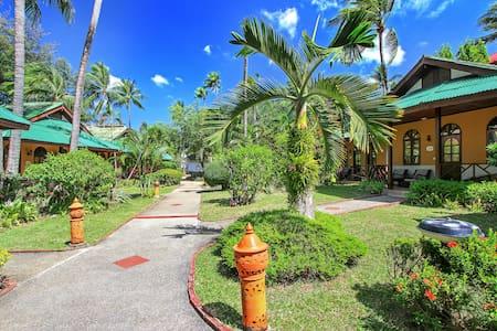 Eden Bungalow Resort, Patong 2 - Wikt i opierunek