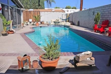 Entire Pool house 4+2 private use - Los Angeles