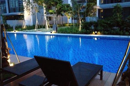 Resort style brand new condo room near MRT - Singapore - Condominium