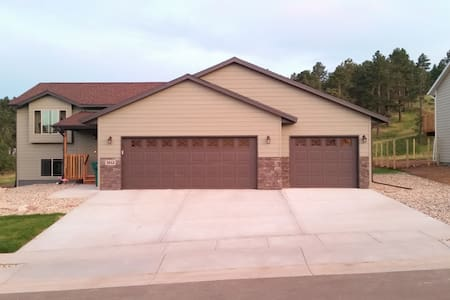 Nice new house near the forest! - Sturgis