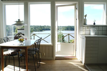 Small villa with space, lake view and nature - Huddinge