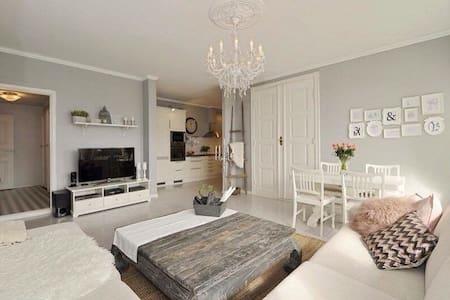 Flott leilighet i en gammel villa - Leilighet
