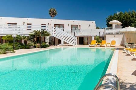 Sole mare e piscina - Marina di Ragusa