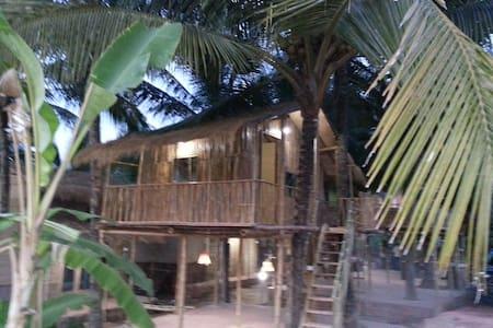 4 OmGravity EcoResort Bamboo Villa - Casa en un árbol