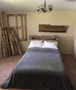 Rhythm 'N Blooms Relax Comfy room!! - Knoxville - Bed & Breakfast