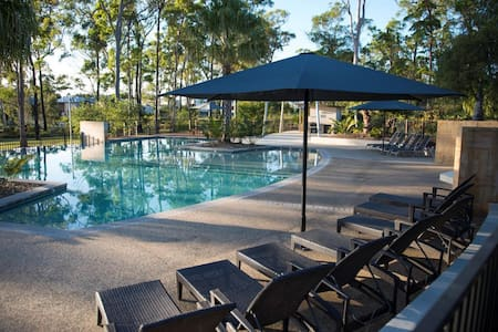 Near Theme Parks & 2 Private Bedrooms - Coomera - Villa