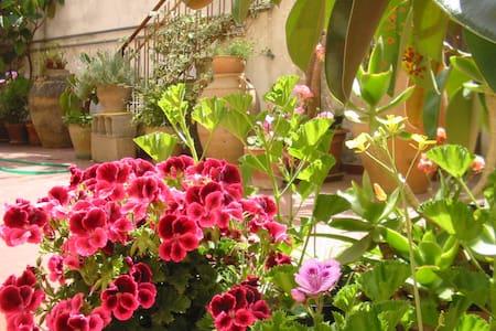 Casa vacanze con giardino 4/5 posti letto - Haus