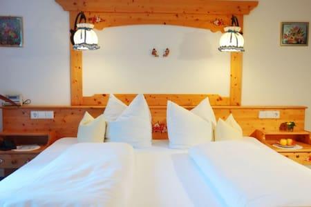 Doppelzimmer mit Balkon - Ev