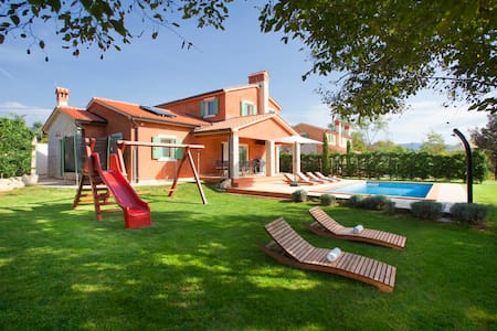 Extremely charming 5 stars villa with pool - Šumber