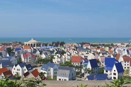 808银滩豪华双层海景房(离银滩仅0.6公里可步行至沙滩。180平米楼中楼大师设计) - Apartment