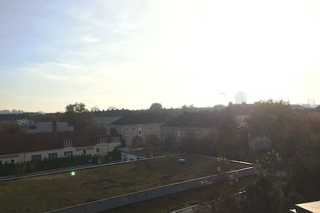 Spacious apartment for two with a fantastic view - München - Apartment