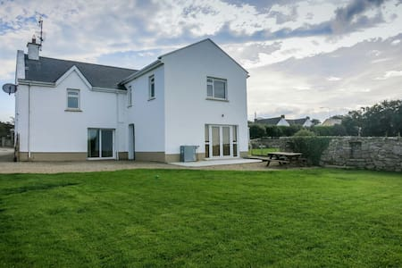 Spacious 3 bedroom accommodation - House