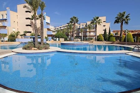 Beachside family apartment - Orihuela - Leilighet