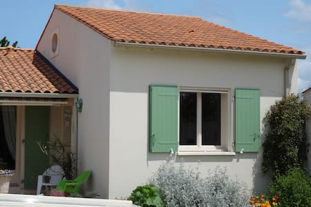 Bel appartement avec chambre mezzanine et piscine - Sainte-Radegonde - Apartemen