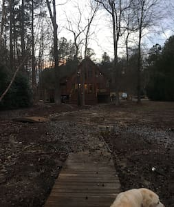 Lake Gaston Waterfront Log Cabin - Henrico - Cottage