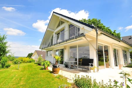 Recently built home atop the hills north Cologne - Ev