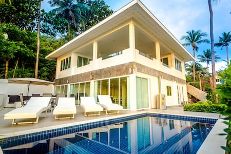 Exclusive Beachfront Apartment - House