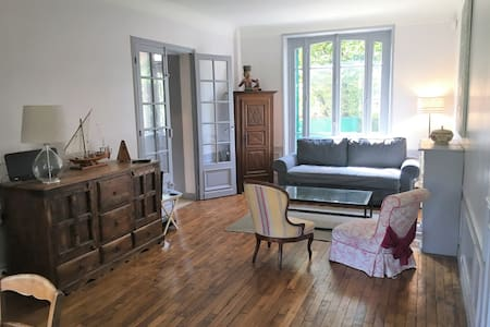 Huge 5 bedroom House @ Colombes-10 mins from Paris - Colombes