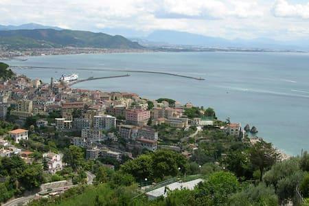 3 bd, overlooking Vietri Sul Mare - Raito