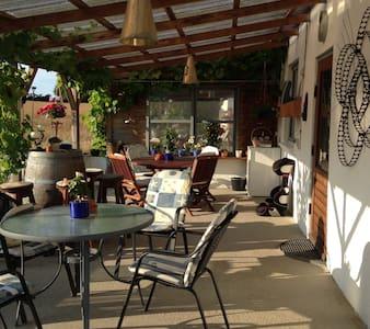 """""""Hjulgården"""" værelse - Sjølund - Bed & Breakfast"""