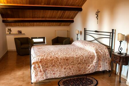 Una Mansarda con vista sulle Mainarde - Bed & Breakfast
