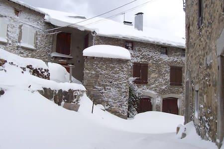 Gran casa rural con jardín de 400 m - Dům