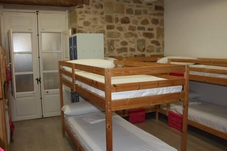 Cama en habitación compartida de 10 plazas - Sala sypialna