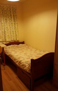 A newly refurbished single room - Guildford - Casa