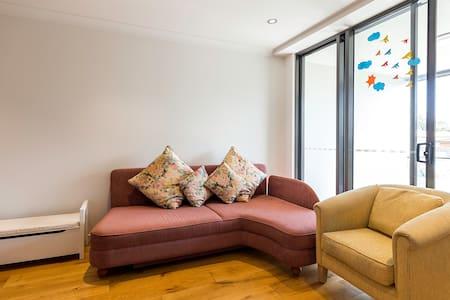 Modern 1 Bedroom Unit - Lägenhet