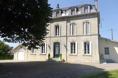 Belle Maison du 19ème siècle - Guesthouse