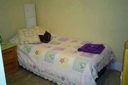 private bedroom in condo - Salem - Condominium