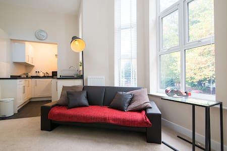 Cosy newly refurbished apartment - Lägenhet