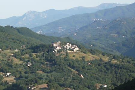 Casa Fucina in Corsagna Village - Hus