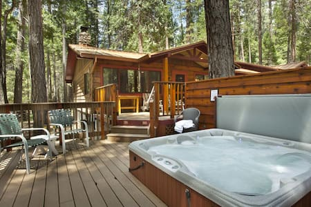 Buss Stop Cabin in Wawona! - Yosemite National Park
