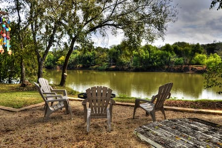 Brazos River Cabin - Cottage