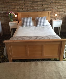 B&B five mins from WHW path. - Bed & Breakfast