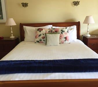 Spa Suite 3N Special - Bed & Breakfast