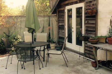 Zen Cottage 10 Minutes to Town - Ateena - Talo