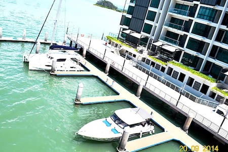 3 Bed 3 Bath Apartment by the Sea. - Gelugor - Apartment