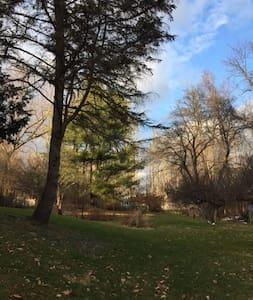 Enchanting Artist Retreat 8ac/gardens/pond/pool - Haus
