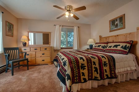 1/2 mile from Yellowstone Park - West Yellowstone - Condominio