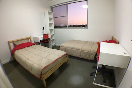 2 single bed room & Near to station - Wohnung