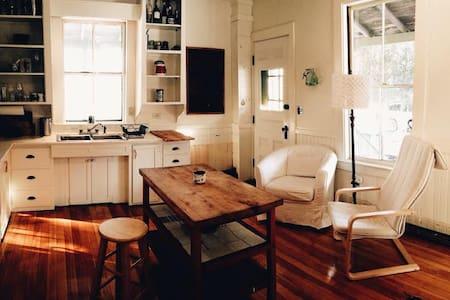 Bedroom in Manset Artist's Home - Southwest Harbor