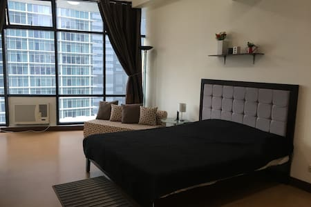 NEW!!!  1 queen  bed, sofa bed w/ amenities - Appartement