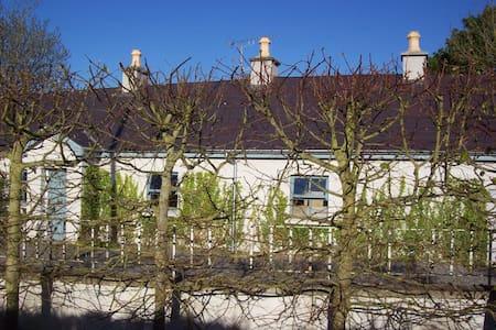 Beautiful period cottage near Navan - Dunderry