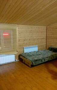Комната в частном доме м. Заельцовская - House